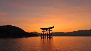 宮島夕照の大鳥居の画像